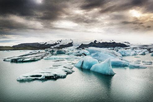 Iceland, South of Iceland, Joekulsarlon glacier lake, icebergs - DMOF00069