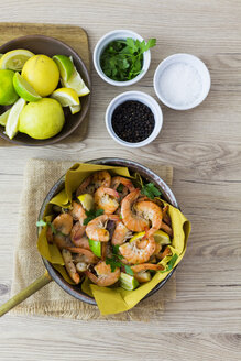 Shrimps in pan, overhead view - GIOF03986