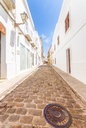 Spain, Andalucia, Tarifa, cobbled lane in old town - SMAF01076
