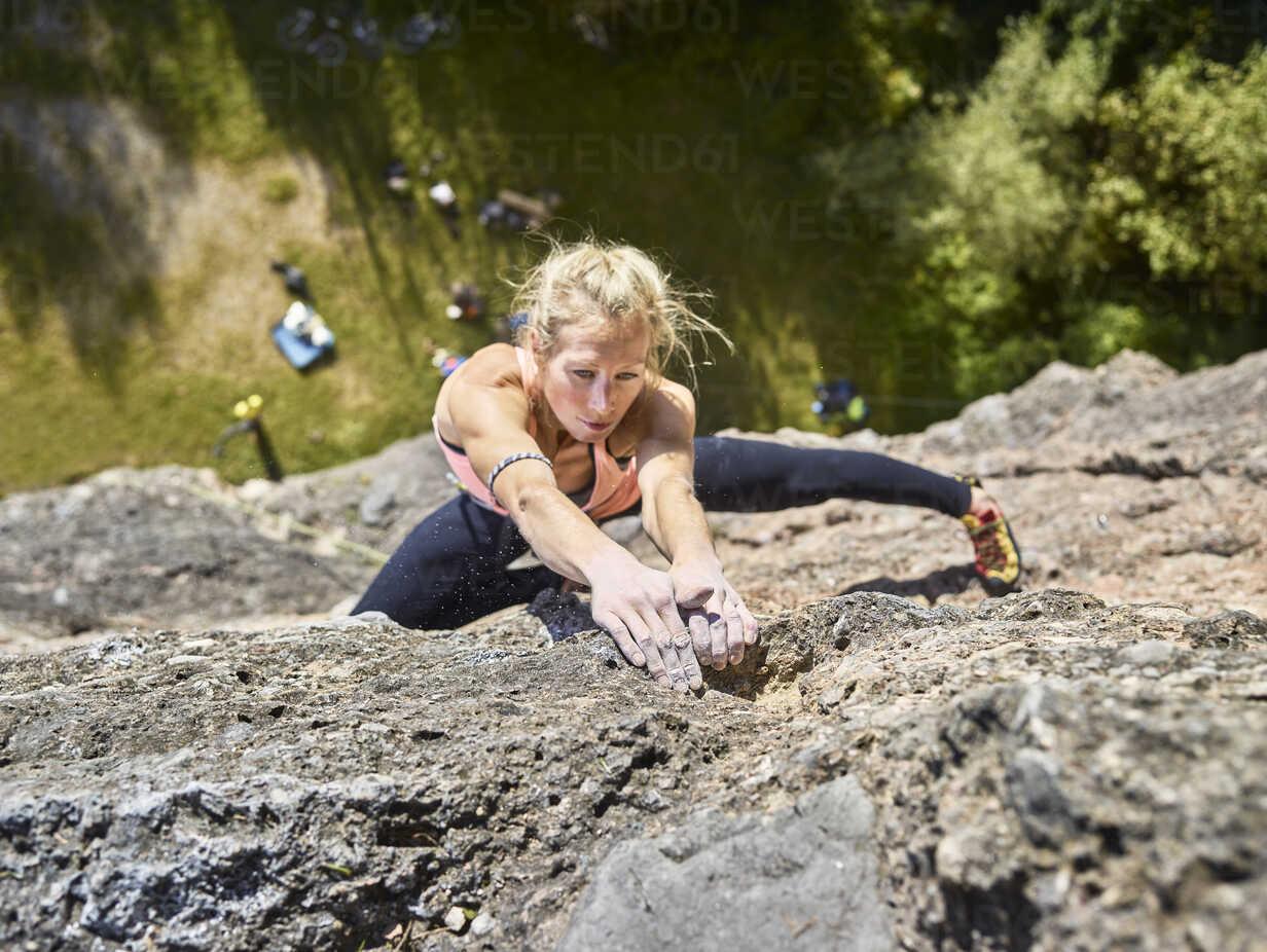 Austria, Innsbruck, Hoettingen quarry, woman climbing in rock wall - CVF01006 - Christian Vorhofer/Westend61