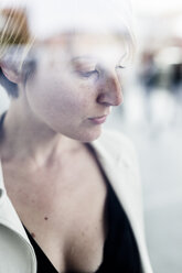 Pensive businesswoman - GIOF04015