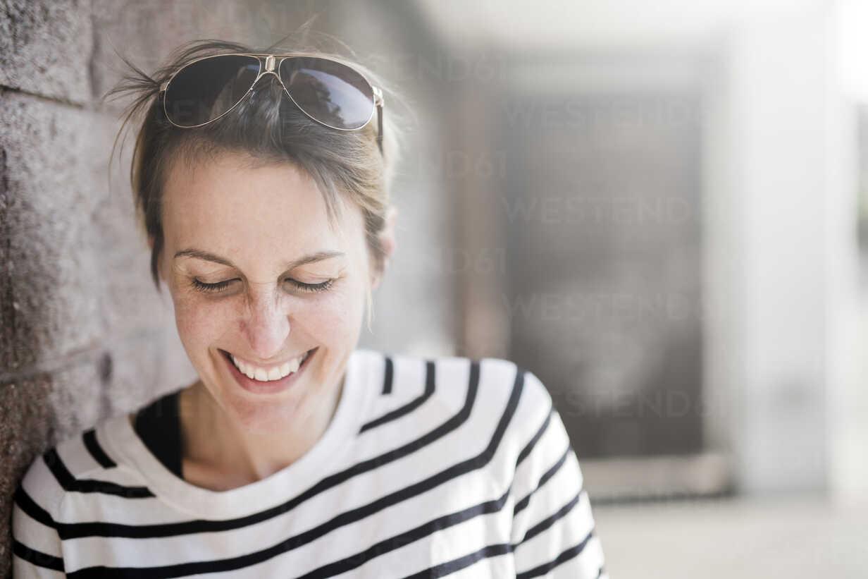 Portrait of laughing woman - GIOF04036 - Giorgio Fochesato/Westend61