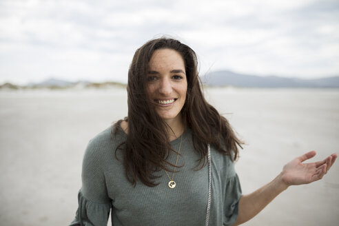 Portrait of smiling woman on the beach - DAWF00675