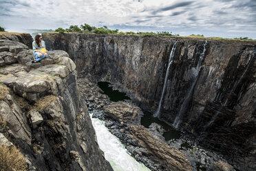 Zimbabwe, woman watching Victoria Falls - DAWF00696