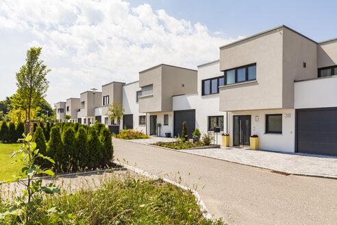 Germany, Bavaria, Neu-Ulm, modern one-family houses, efficiency houses - WDF04771