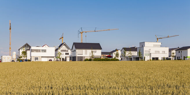Germany, Baden-Wuerttemberg, Ulm, Lehr, modern one-family houses, cranes - WDF04780