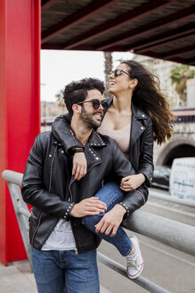 Spain, Barcelona, happy young couple in the city - MAUF01582