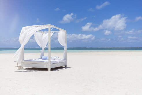 Mauritius, Belle Mare, white beach bed at beach, blue sky and clouds - MMAF00439
