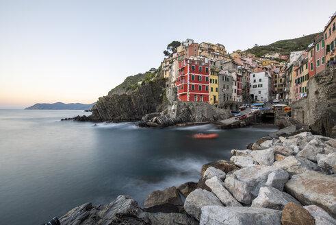 Italy, Liguria, La Spezia, Cinque Terre National Park, Riomaggiore in the evening light - RPSF00211