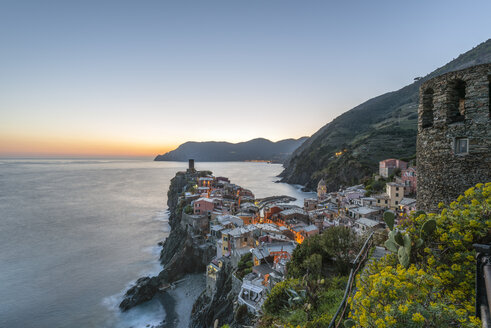 Italy, Liguria, La Spezia, Cinque Terre National Park, Vernazza in the evening light - RPSF00226