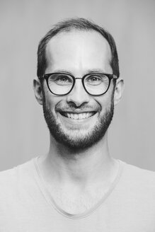 Portrait of smiling man wearing glasses - NGF00460