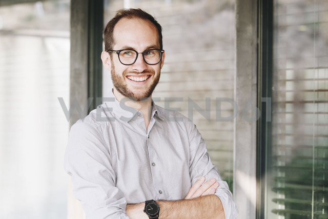 Portrait of smiling businessman wearing glasses - NGF00475 - Nadine Ginzel/Westend61