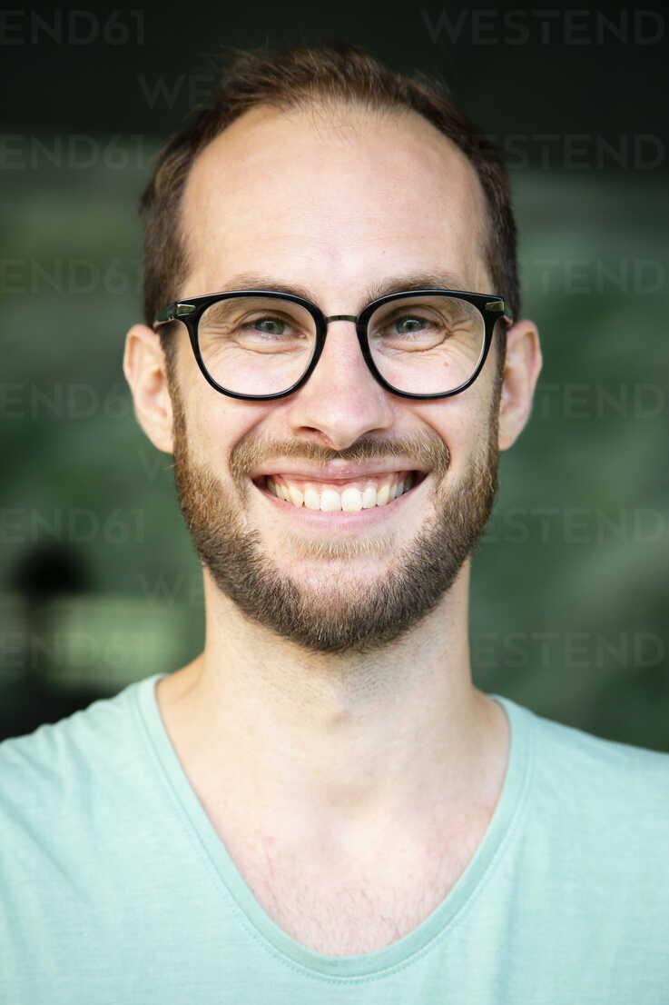 Portrait of happy man wearing glasses - NGF00481 - Nadine Ginzel/Westend61
