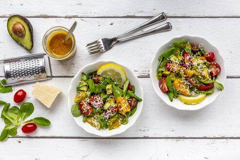 Lamb's lettuce with colorful tomato, avocado, parmesan and curcuma lemon dressing - SARF03874