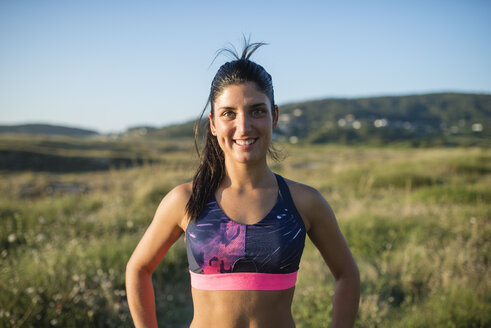 Portrait of a smiling jogger - RAEF02057