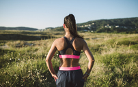 Portrait of a female jogger, rear view - RAEF02060
