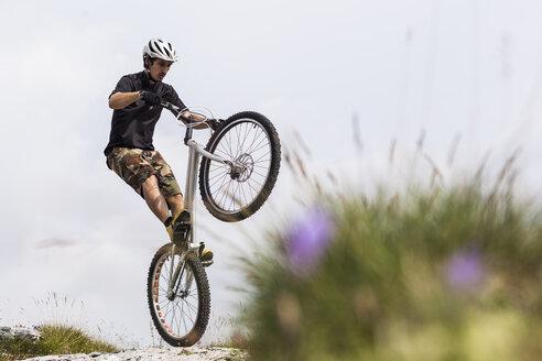 Acrobatic biker on trial bike - GIOF04108