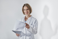 Portrait of female doctor with anamnesis questionnaire - RORF01443