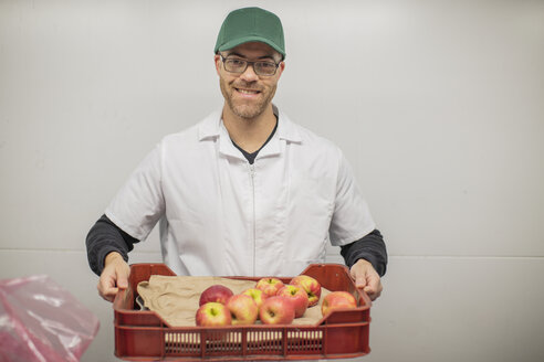 Worker holding apple crate - ZEF15913