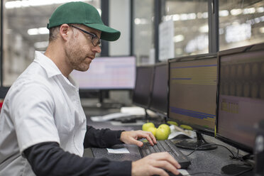 Worker checking information on computer - ZEF15931