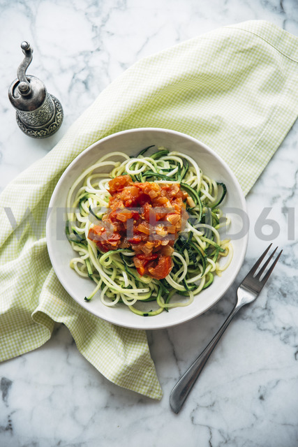 Fresh Zoodles with tomato sauce - IPF00474 - Ina Peters/Westend61