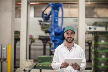 Worker using tablet in factory - ZEF15953
