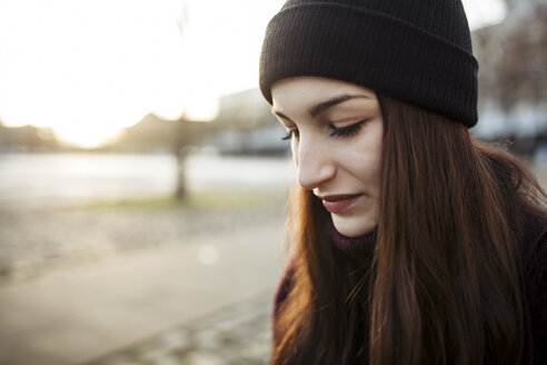Portrait of serious young woman in autumn - JESF00042