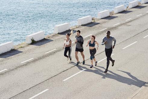 Group of people jogging - JNDF00036