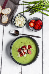 Green asparagus cream soup with strawberry, parmesan and baguette - SARF03880