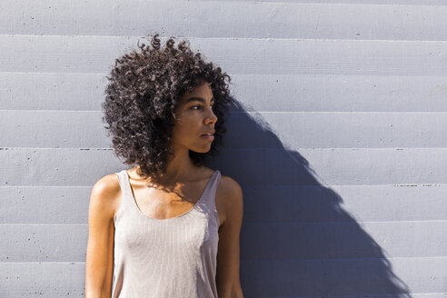 Young woman with curly hair waiting - TCF05563