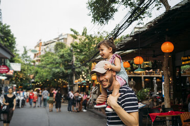 Thailand, Bangkok, portrait of smiling father and daughter on Khao San Road - GEMF02284