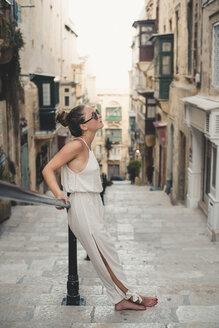 Teenage girl wearing jumpsuit - ACPF00224