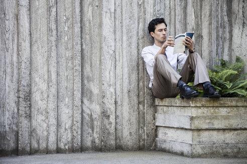 Businessman taking a break in a city park alcove. - MINF08229
