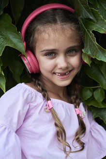 Little girl portrait wearing pink outfit and headphones - IGGF00519