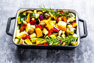 Oven vegetables, zucchini, aubergine, potato, carrot, sweet potato, champignon, onion and garlic - SARF03912