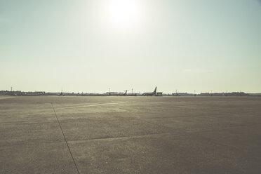 Germany, Duesseldorf, airplanes on runway - CHP00494