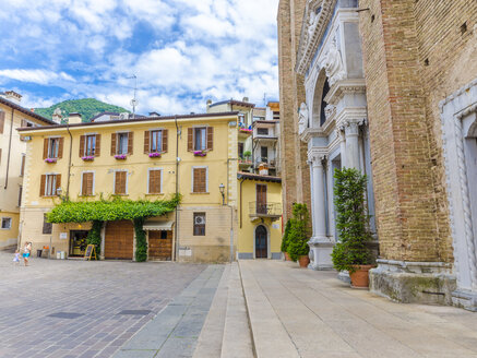 Italy, Lombardy, Salo, church square - MH00443