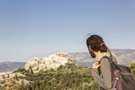 Greece, Athens, Tourist looking to the Acropolis from Pnyx - MAMF00207