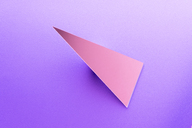 Triangle shaped mirror on purple ground, 3D Rendering - DRBF00076