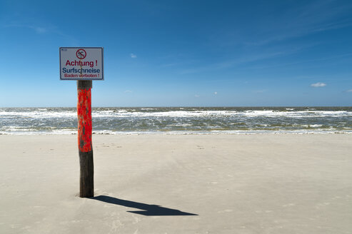 Germany, Schleswig-Holstein, Sankt Peter-Ording, warning sign on the beach - UMF00847