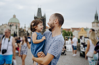 Czechia, Prague, father and little daughter having fun together on Charles Bridge - GEM02311