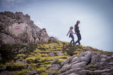 Austria, Salzburg State, Loferer Steinberge, mother and daughter on a hiking trip in the mountains - HAMF00355
