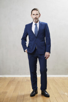 Businessman wearing dark blue suit - FMKF05201