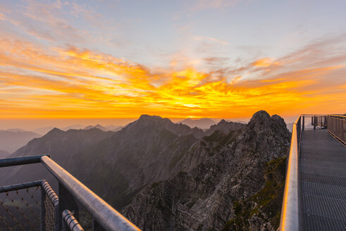 Germany, Bavaria, Allgaeu, Allgaeu Alps, Nebelhorn at sunrise - WGF01221