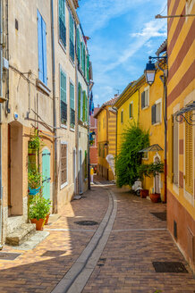 France, Bouches-du-Rhone, Cassis, empty alley - FRF00714
