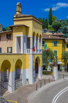 Italy, Lombardy, Gardone Riviera, City gate - MHF00451