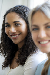 Portrait of two female friends, laughing - HHLMF00342
