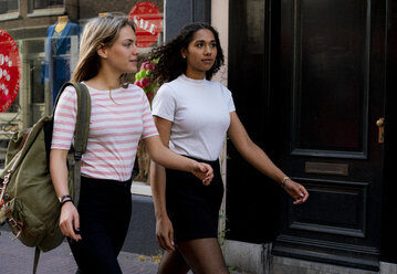Two girlfriends on a city break, going on a shopping spree - HHLMF00363