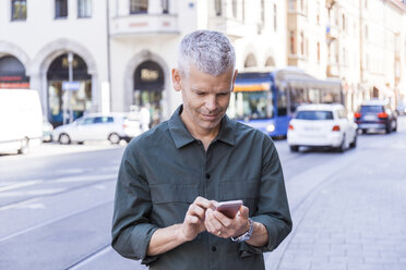 Mature man using cell phone in the city - TCF05699