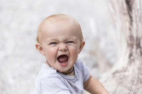 Portrait of screaming baby boy outdoors - TCF05771